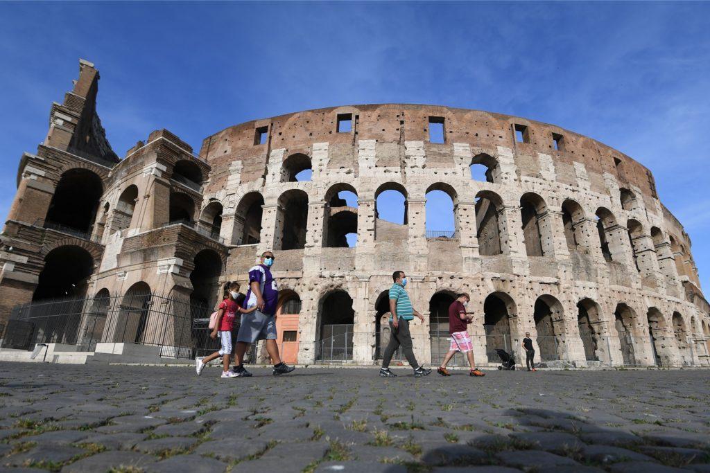 EU-Bürger können ohne Probleme nach Italien reisen und sich das Kolosseum in Rom anschauen.
