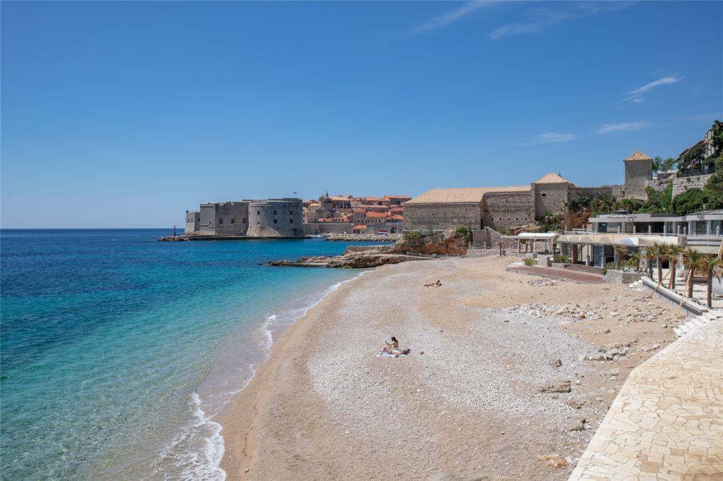 In Dubrovnik in Kroatien tummeln sich noch nicht so viele Menschen an den Stränden. Das könnte sich demnächst ändern.