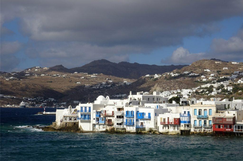 Reisende aus Deutschland, Österreich und der Schweiz sowie den meisten EU-Staaten können auf dem Luftweg frei nach Griechenland - wie hier auf die Insel Mykonos - einreisen.