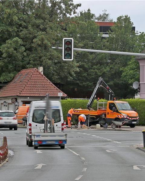 Die Ampelkreuzung an der Hochstraßenabfahrt Lünener Straße/Nordring wurde an diesem Montag seit 10 Uhr für etwa drei Stunden ausgeschaltet. Eine Firma muss dort nach einem Unfall, der sich am Wochenende ereignet hatte, Reparaturarbeiten durchführen.