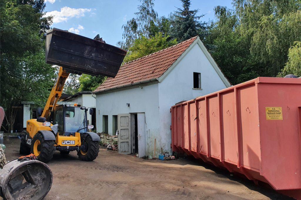 Nicht nur das Haupthaus - auch Schuppen und Werkstatt auf dem Grundstück waren bis unters Dach zugemüllt.
