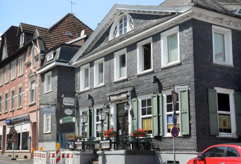 Das Haus Pferdekämper an der Ostenstraße 11 ist eines der ältesten Gebäude von Schwerte. Es wurde 1764 errichtet und war eins königlich-preußische Posthalterei.