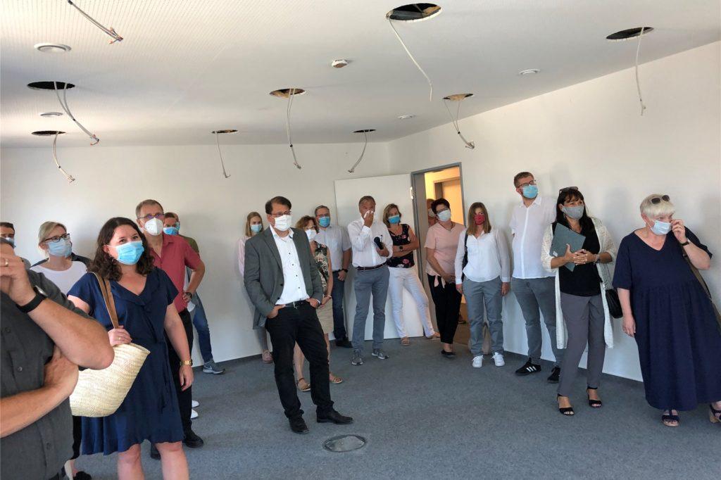 Die Besucher zeigten sich beeindruckt von den neuen Jobcenterräumen.