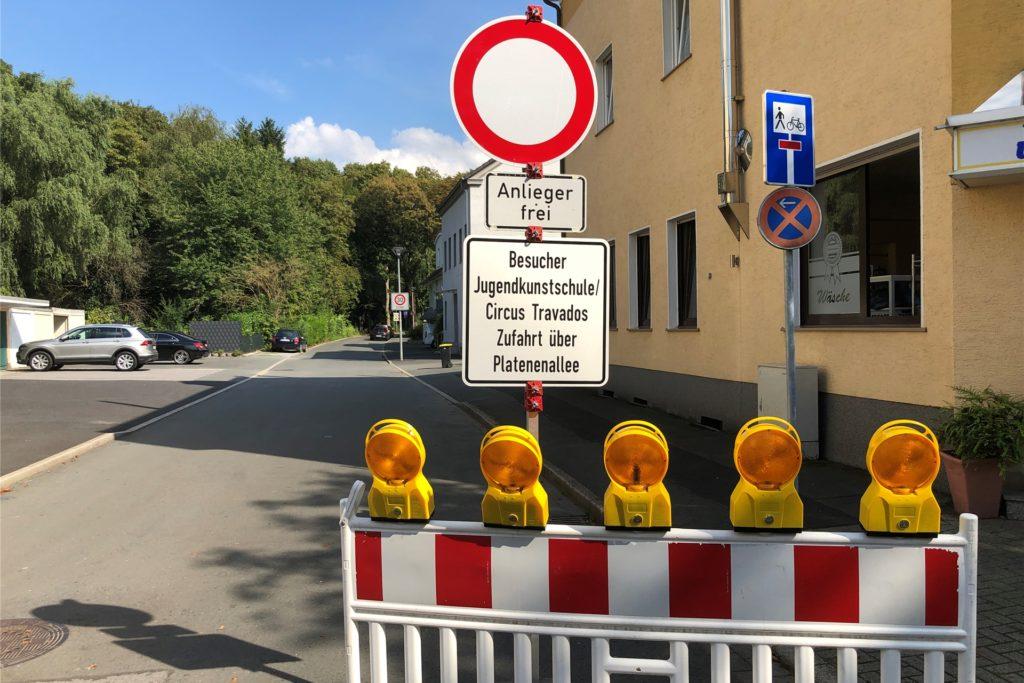 Die Luisenstraße ist seit der Brandnacht am 5. August gesperrt - eigentlich. Doch die Absperrung wird seit Tagen ignoriert.