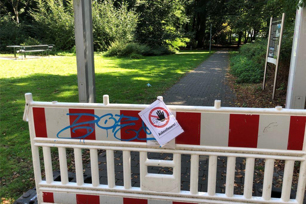 Auch der Zugang am Friedrichsborn zum Kurpark ist seit Mittwochmittag gesperrt.