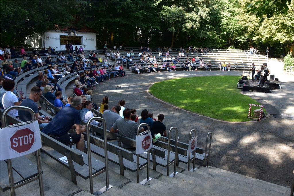 Um die 100 Besucher waren bei Faelas letztem Auftritt beim Straßenkunstfestival 2020 in der Freilichtbühne.