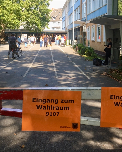 Am Sonntagmorgen haben schon viele Wähler den Weg ins Wahllokal gefunden.