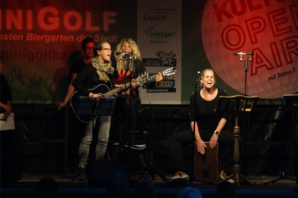 """Auch das Ensemble """"Hitzefrei"""" hat Mitglieder bei Terz ff, die ebenfalls eine Kostprobe von ihrer Musik vorstellten."""