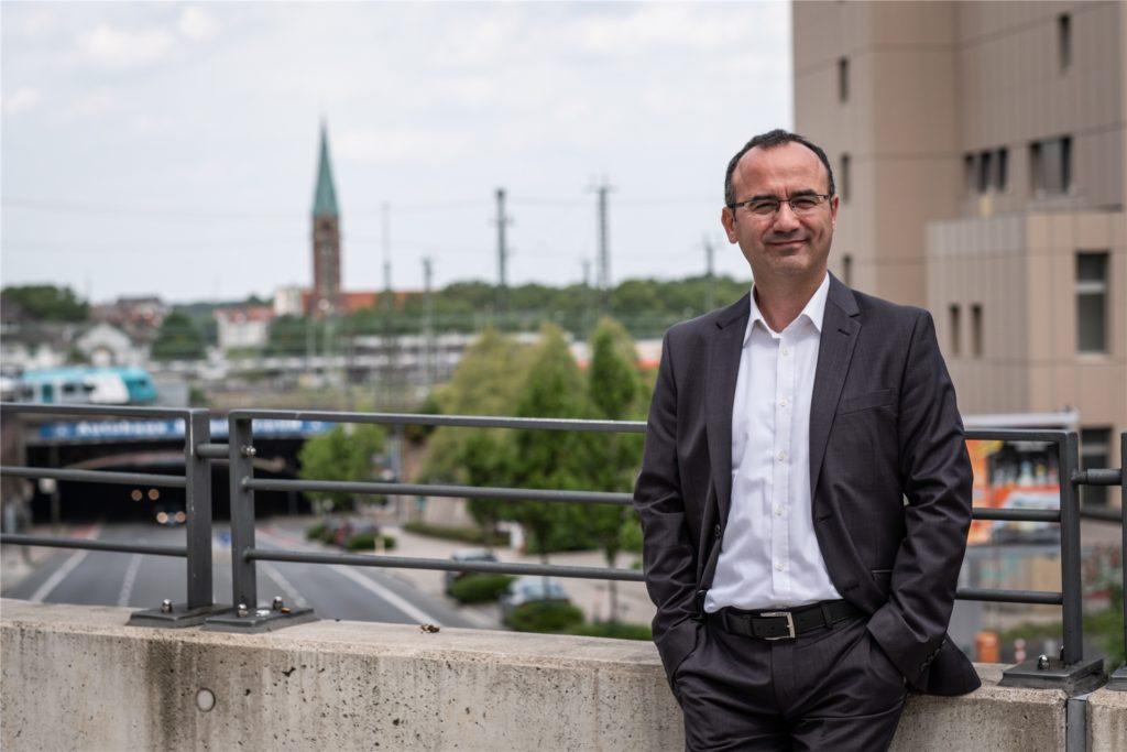 Emre Gülec ist neu im Rat, aber in der Dortmunder Integrationspolitik kein Unbekannter. Der 50-Jährige ist seit 1995 Mitglied im Integrationsrat (früher Ausländerbeirat) und seit zehn Jahren Mitglied der Grünen.