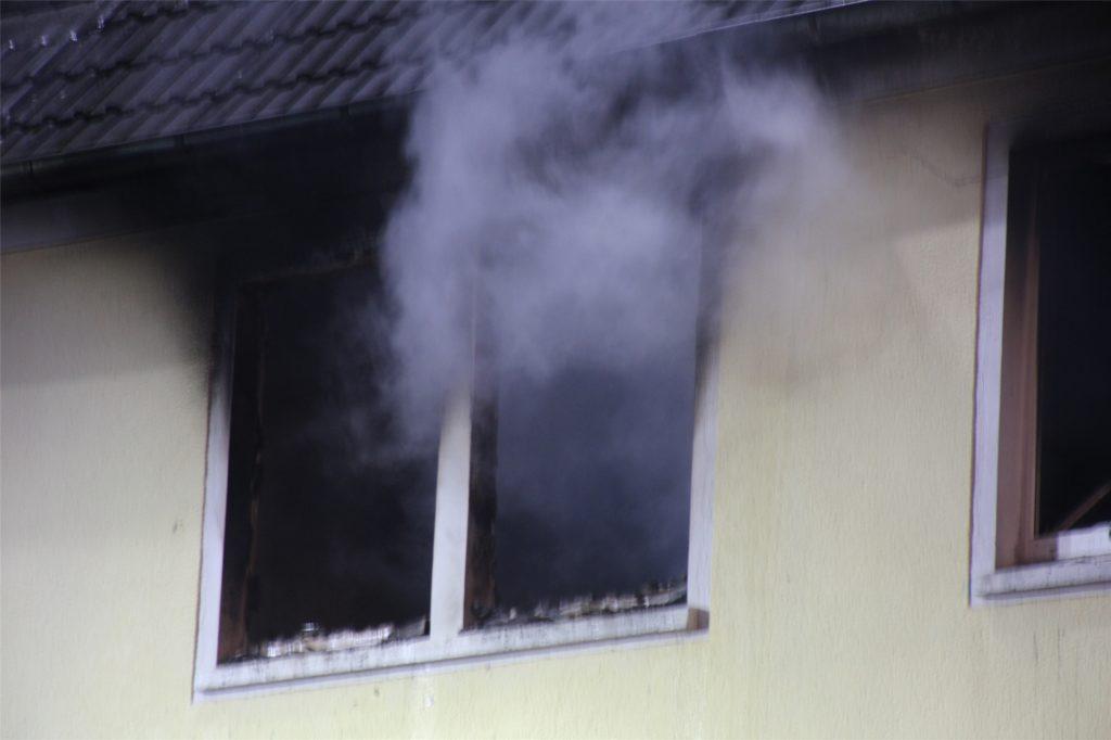 Der Wohnungsbrand an der Kämerstraße/Schulstraße am Rande der Kamener Fußgängerzone forderte drei Verletzte.