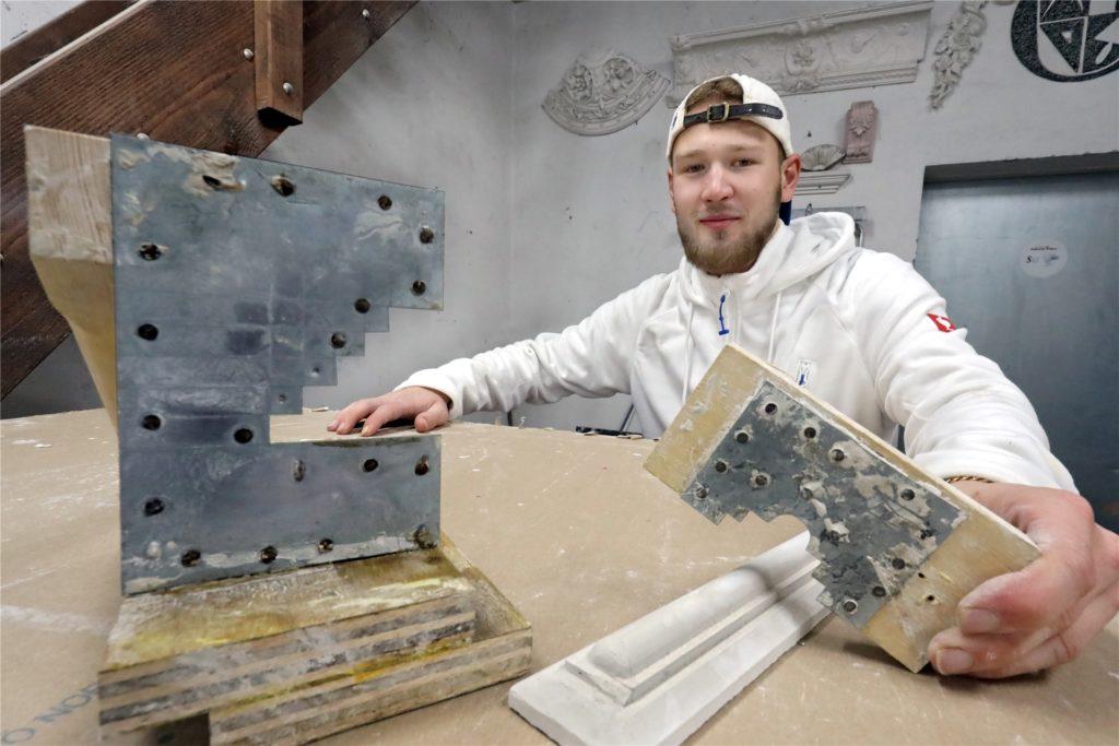 Gute Stuckleisten kommen nicht aus dem Baumarkt. Sie werden von Stuckateuren wie Philipp Kemper in Handarbeit aus Gips geformt.