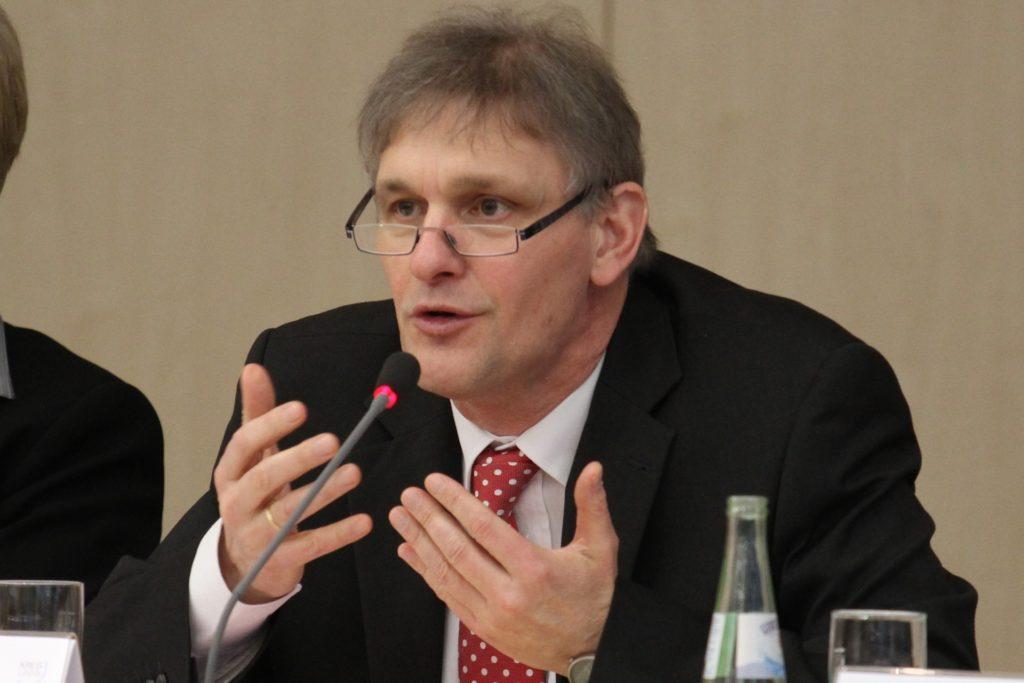 Michael Makiolla im Rahmen einer Kreistagssitzung 2013: Politik war nicht immer einfach – und sie wird nicht einfacher, glaubt er.