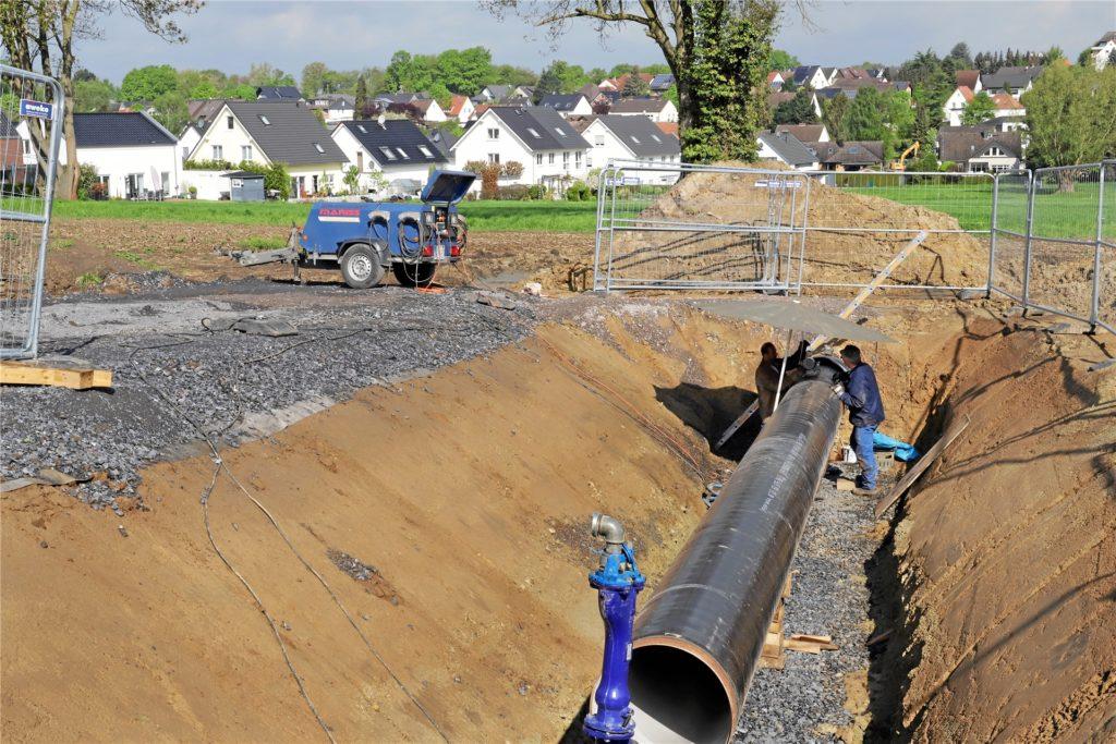 Gelsenwasser betreibt in Unna ein seit 130 Jahren gewachsenes und immer wieder modernisiertes Trinkwassernetz. Allein diese Großbaustelle bei Billmerich lässt ahnen: Der Kauf dieses Netzes wäre für Unna eine gewaltige Herausforderung.
