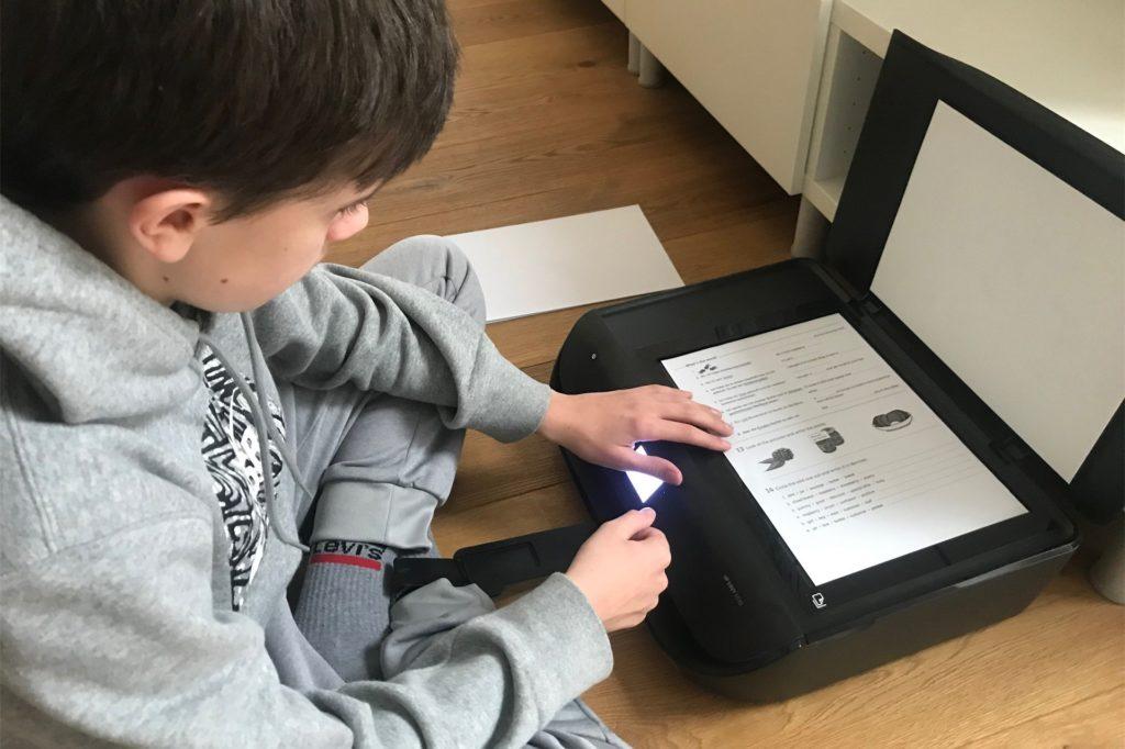 Viele Schüler müssen ihre Arbeitsblätter ausdrucken, um sie zu bearbeiten. Doch nicht jeder kann sich einen Drucker leisten.