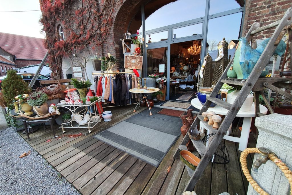 Im Antik-Laden von Thomas Reppel erstrahlen alte Dinge in neuem Glanz.