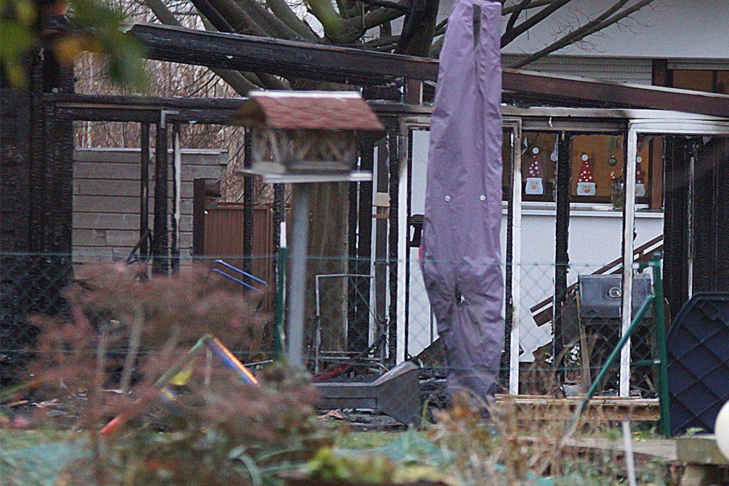 Eine Gartenlaube in Königsborn hat am frühen Montagmorgen gebrannt.