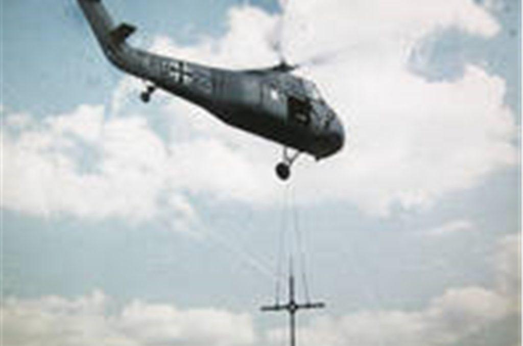 Der Sikorsky-Hubschrauber auf einem Bild aus dem Fundus von Werner Niederastroth: Auch Farbfotos waren damals noch keine Selbstverständlichkeit. Die Presse fotografierte noch in Schwarz-Weiß.