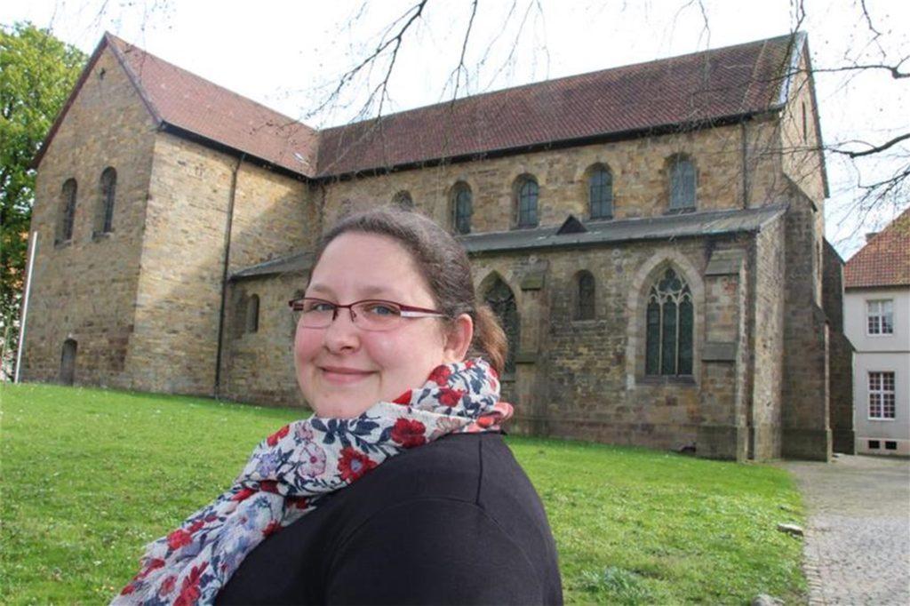 Dieses Foto entstand im April 2017 vor der Stiftskirche Cappenberg, kurz bevor Schwester Josefine ins Kloster in Osnabrück eintrat.