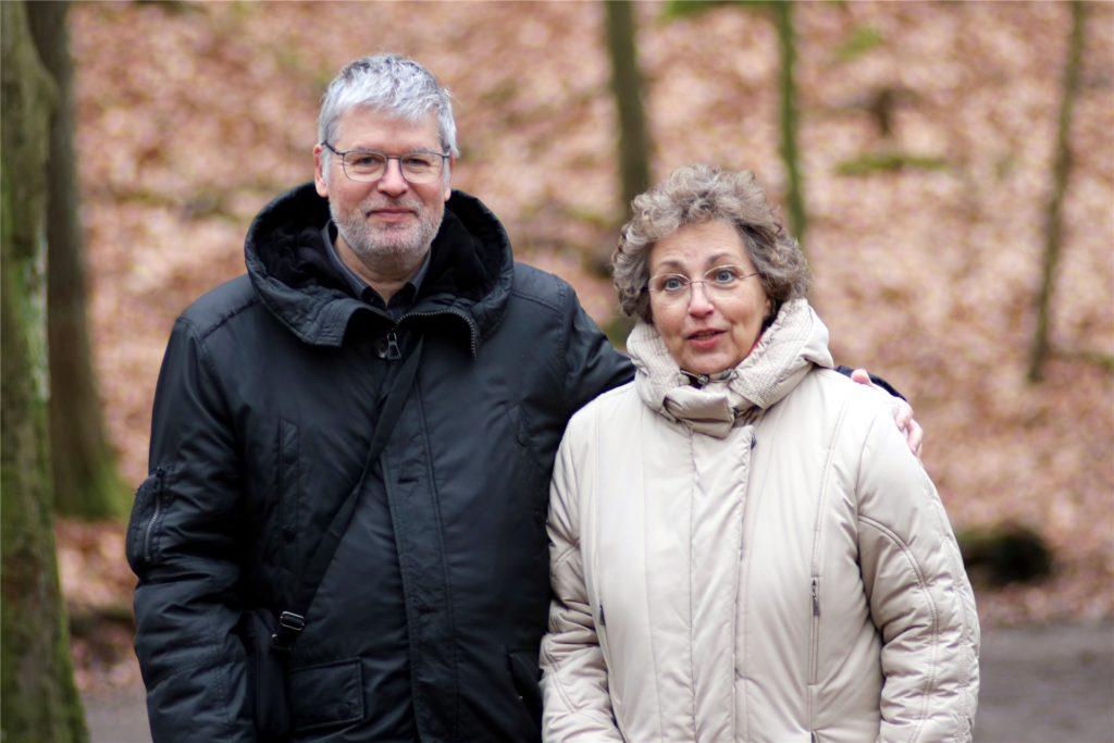 Da es kaum kulturelle Veranstaltungen gibt, sind Marion und Ralf Voelzkow nun vermehrt im Wald unterwegs. So lernen sie nicht nur ihre Heimat, sondern auch neue Menschen kennen.