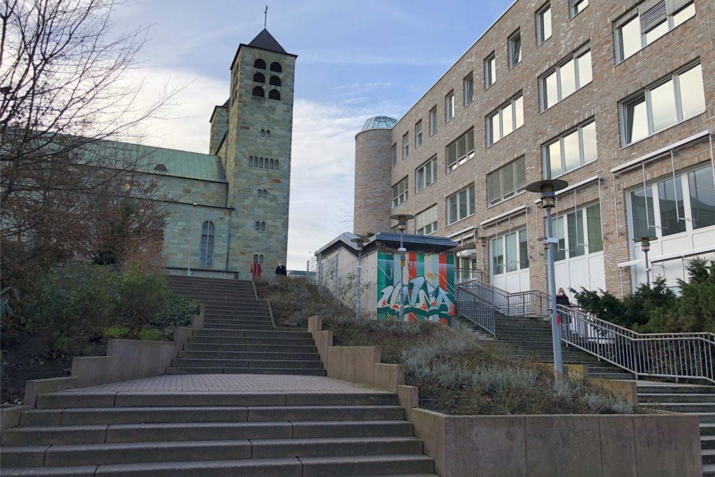 Darf auf keinem Rundgang durch Unnas Innenstadt fehlen: Das Treppen-Ensemble zwischen Bahnhof, Rathaus, Katharinenkirche und Katharinenhof.
