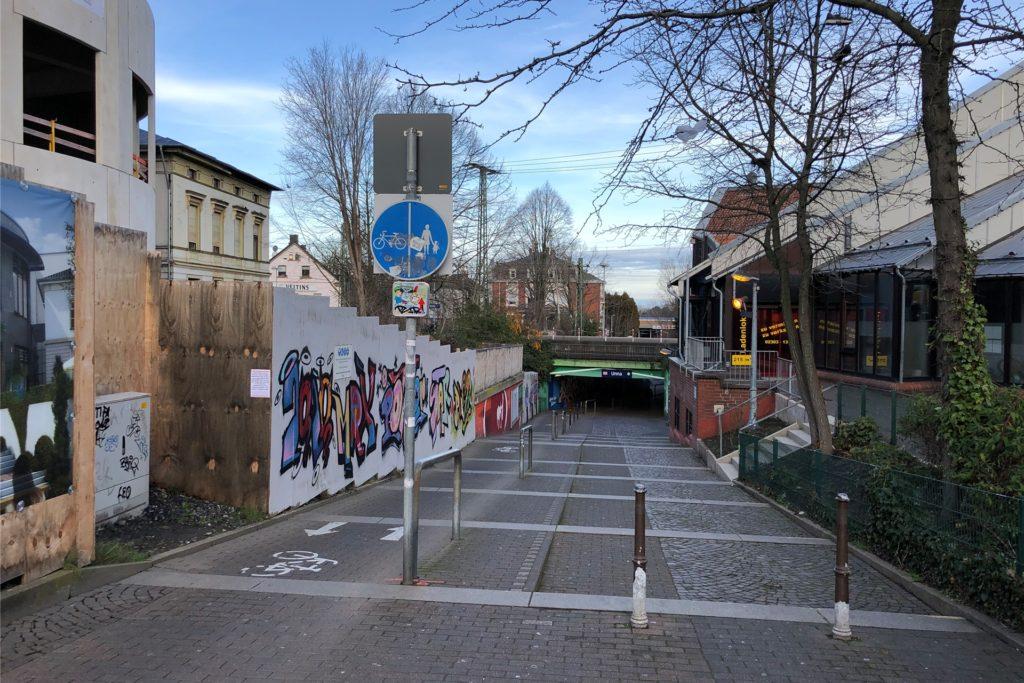 Wer hier hinab steigt, kommt nach 27 Metern in Unnas größtem Ortsteil an: Das Königsborner Tor führt natürlich nach Königsborn.