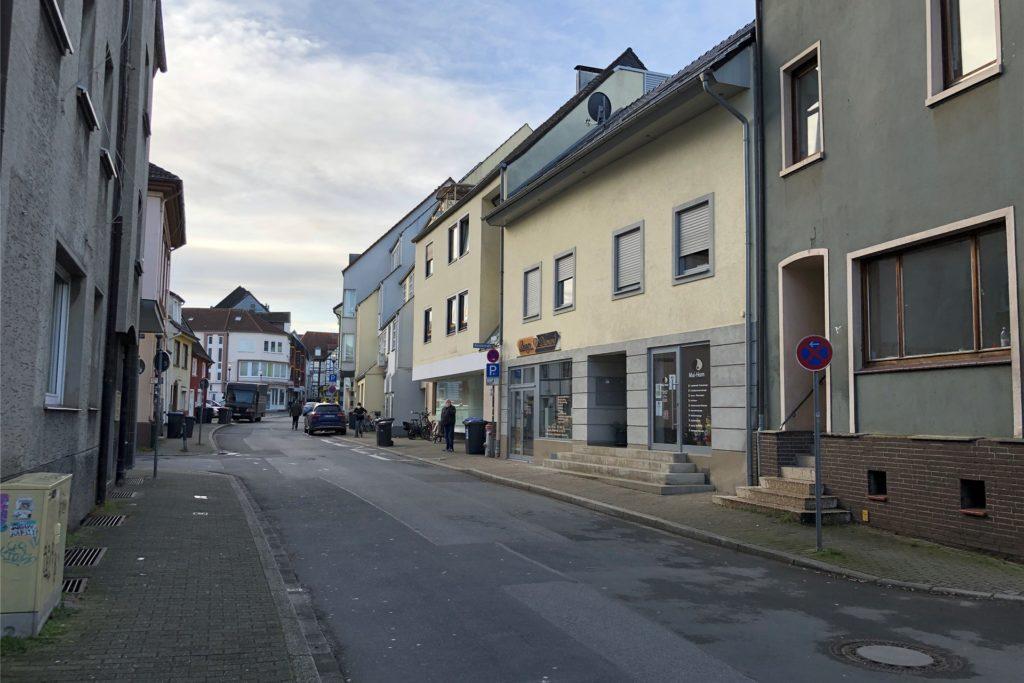 Irgendwo hier liegt er, der Punkt auf der Schäferstraße, von wo aus man sechs Nagelstudios, fünf Friseur-Geschäfte und ein Sushi-Restaurant gleichzeitig sehen kann.