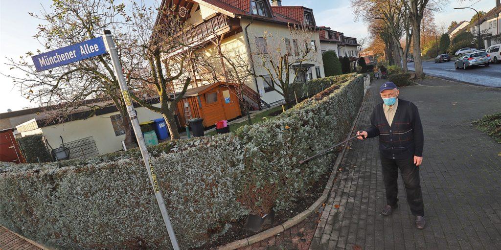 Vereitelter Enkeltrick in Holzwickede: Johann Schuller durchschaute den Betrugsversuch im November und stellte der jetzt Angeklagten eine Falle. An dieser Stelle kam es bei der fingierten Geldübergabe zu einem Gerangel mit der aggressiven Täterin.