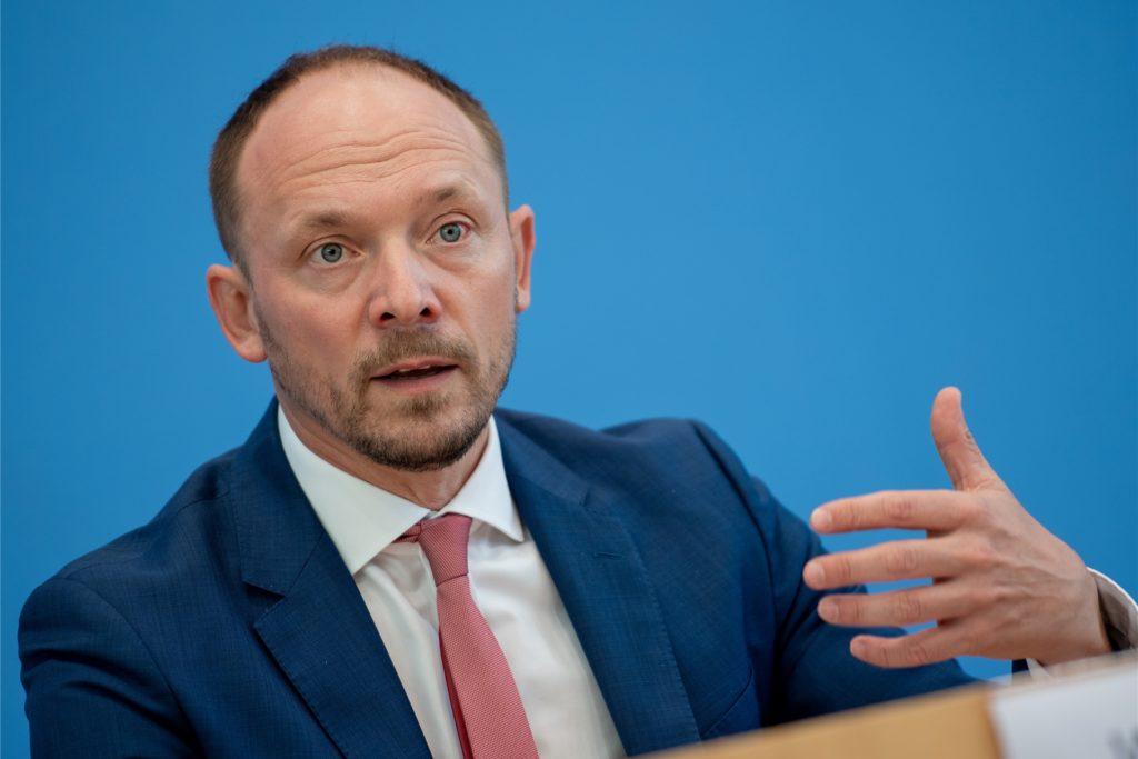 Nach Ansicht von Marco Wanderwitz (CDU) ist es kein Zufall, dass das Coronavirus ein Jahr nach seinem ersten Auftreten heute besonders in jenen Landkreisen stark verbreitet ist, wo die AfD stark ist.