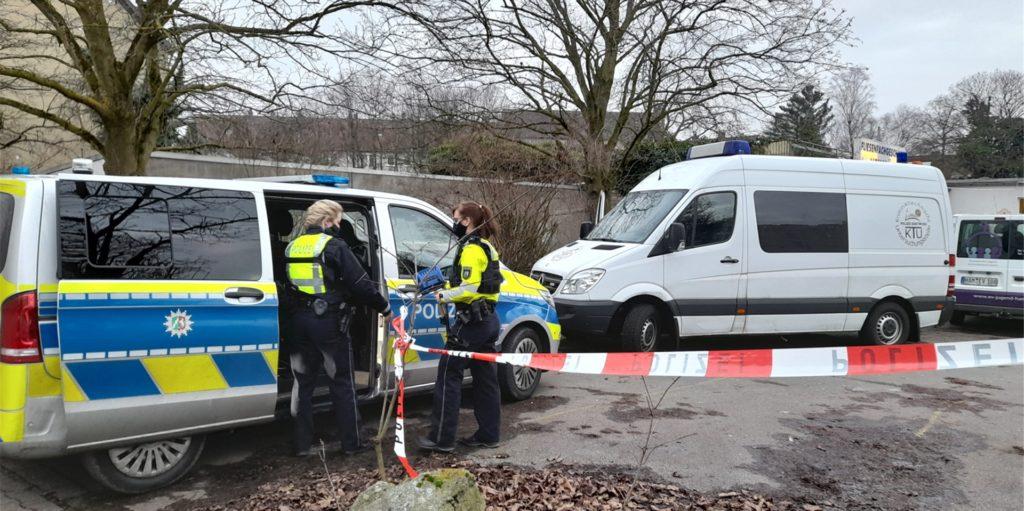 Die Polizei versucht immer noch zu ermitteln, was geschah, bevor eine 22 Jahre alte Frau niedergestochen wurde und verblutete. Mutmaßlicher Täter ist ein 23 Jahre alter Bergkamener.