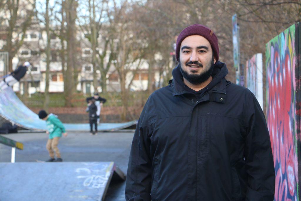 Serdar Ulusan ist seit sieben Jahren als Streetworker in Kamen unterwegs. Er weiß, wie die Jugendlichen unter dem Lockdown leiden und wie sie sich trotzdem zurechtfinden.