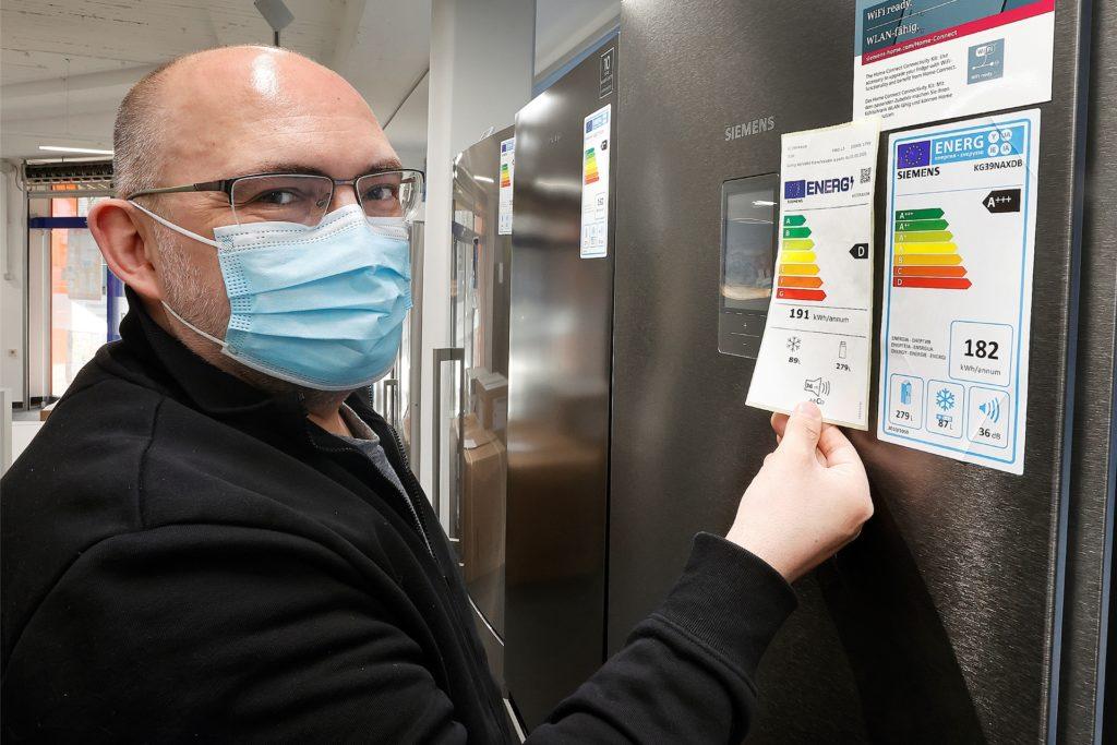 """Neue Energieeffizienzklassen für die sogenannte Weiße Ware, die heute auch mit Edelstahloptik glänzt: """"Die Geräte sind durch die neue Einstufung nicht schlechter als zuvor"""", sagt Geschäftsführer Matthias Brumberg."""