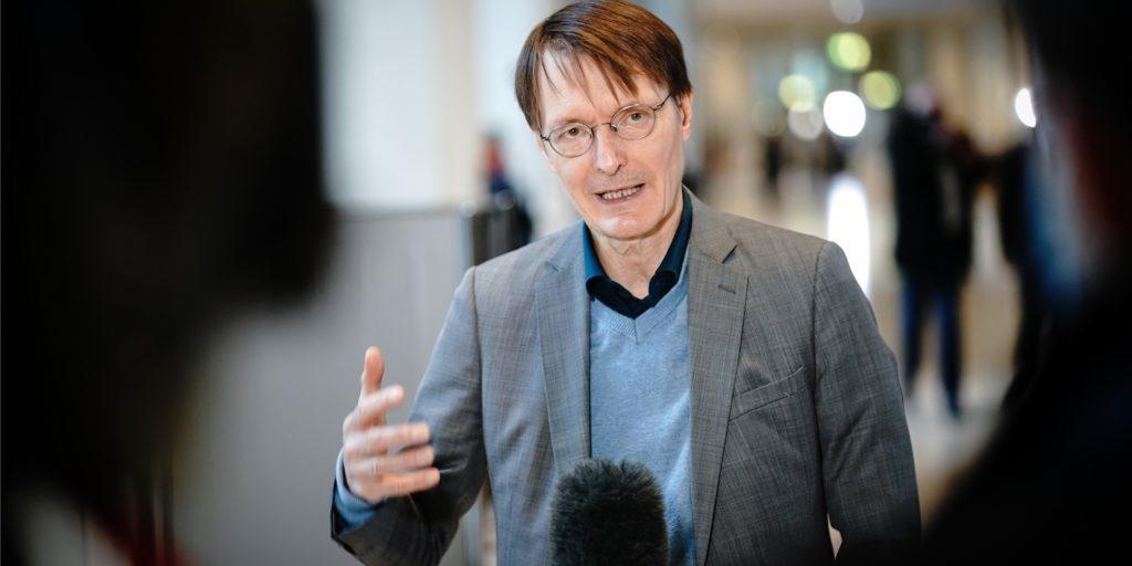 SPD-Gesundheitsexperte Karl Lauterbach warnt vor zu schnelleren Lockerungen im Corona-Lockdown.