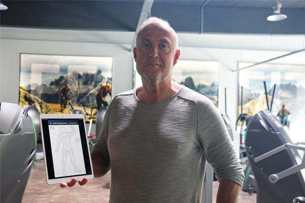 """Frank Langer, Inhaber des Fitnss-Studios Feel Fit in Werne, bietet seinen Kunden ab Montag Personaltraining an. Termine können Kunden über die App """"Feel Fit Digital"""" buchen."""