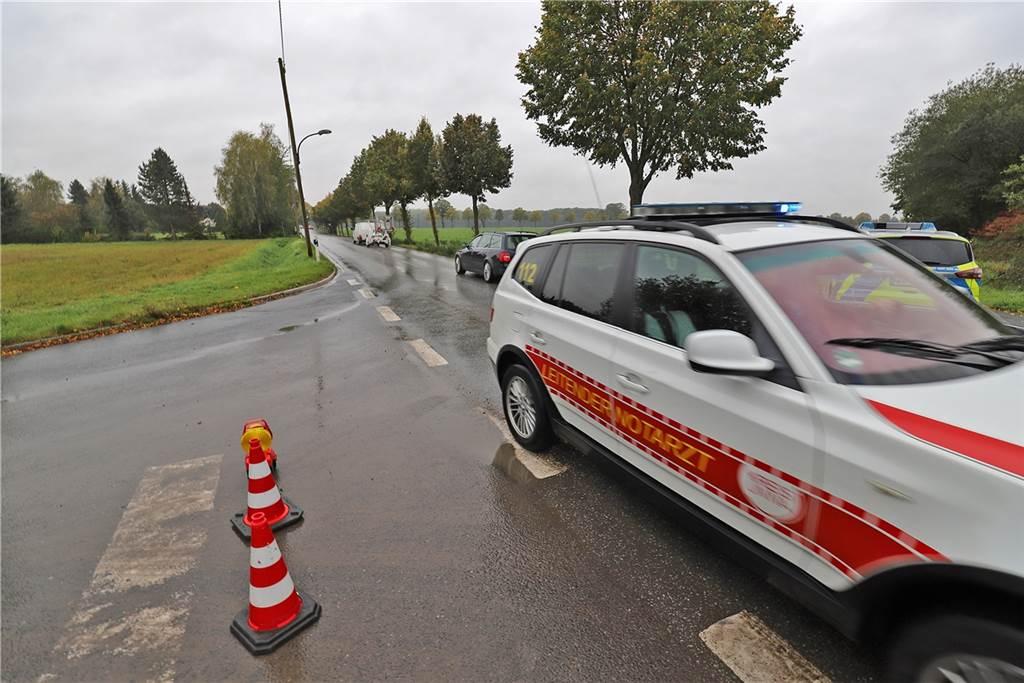 Gefahrstoff-Einsatz der Feuerwehr am Wertstoffhof an der Mühlhauser Straße in Kamen-Heeren-Werve.