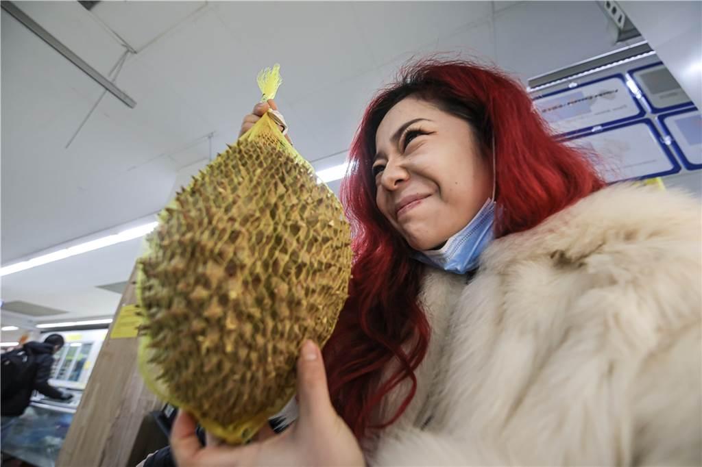 Die Durianfrucht riecht sehr intensiv - nicht jedem gefällt es.