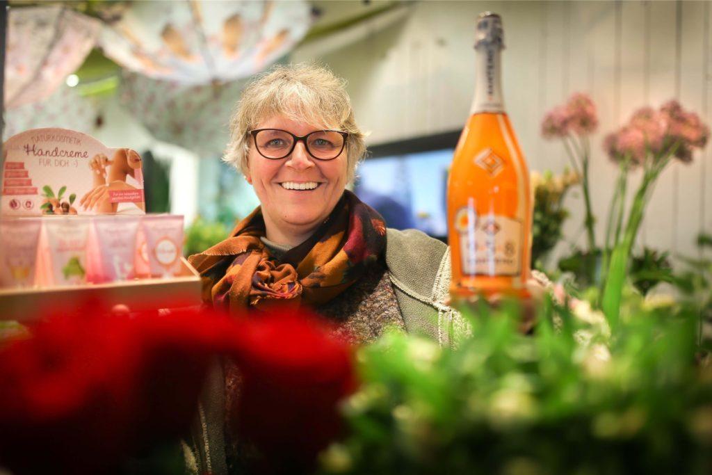 """Ute Kersting vom Blumengeschäft an der Lindemannstraße/Kreuzstraße ist Vorsitzende der Aktions- und Interessengemeinschaft Kreuzviertel in Dortmund. """"An der Bereitschaft, die erforderlichen Hygiene- und Schutzmaßnahmen umzusetzen, mangelt es nicht."""""""
