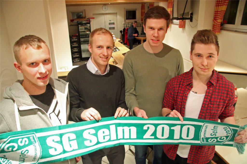 Marcel Bieber (l.) kam zusammen mit Timo Kollakowski (2.v.r.) und Bastian Hufnagel (r.) zur SG Selm, machte jedoch kein Spiel für den Klub.