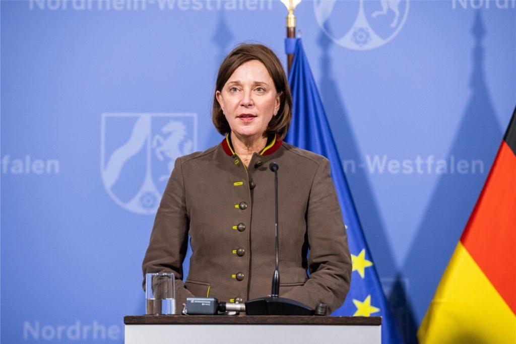 Yvonne Gebauer (FDP), Ministerin für Schule und Bildung von Nordrhein-Westfalen, spricht am Mittwochnachmittag über die neuen Regelungen an Schulen in NRW.
