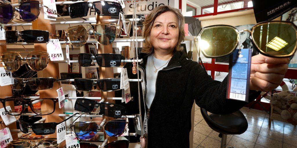Fotografin Eva Pioro schließt ihr Fotostudio und Modegeschäft neben Kaufland zwar. Sie will aber nicht aufgeben, sondern zieht eine Etage höher im Rathauscenter Bergkamen.