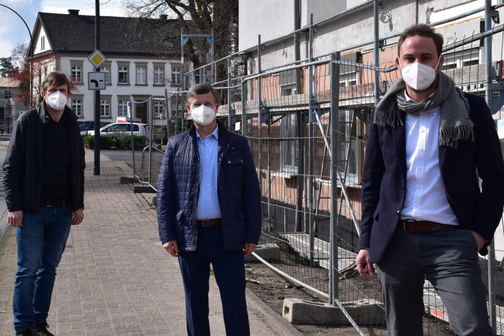 V.l.n.r.: Thorsten Stechert, Heinrich Moch und Justus Radke verraten Details über die neuen Wohnungen der WBG in Bork.