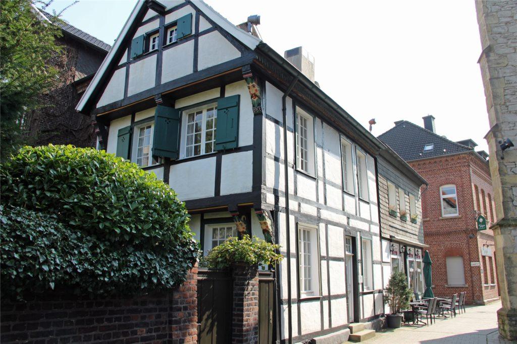 Auf einem Spaziergang durch die historische Altstadt Wernes können sich Singles näher kommen.