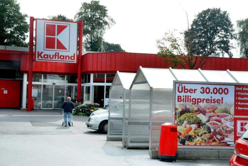 Die Kaufland-Filiale am Dohrbaum passt ihre Öffnungszeiten, die normalerweise bis 22 Uhr dauern, dem Beginn der Ausgangssperre an.