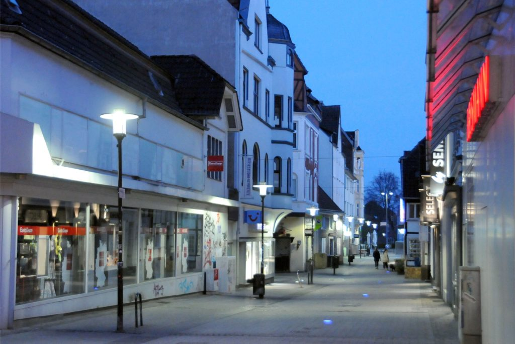 Kurz vor 21 Uhr verschwanden die letzten Fußgänger aus der Mährstraße.