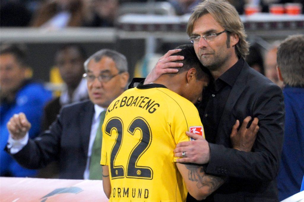 Nach der Roten Karte tröstete BVB-Trainer Jürgen Klopp Boateng.