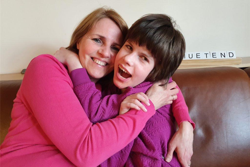 Beate Ziehe und ihre Tochter Maira. Maira besucht die Schule Am Marsbruch in Aplerbeck.