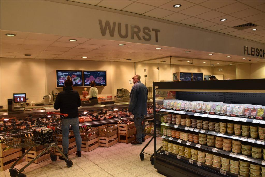 Die neue Fleisch-, Wurst- und Käsetheke wurde mit dem sogenannten Theken-TV ausgestattet.