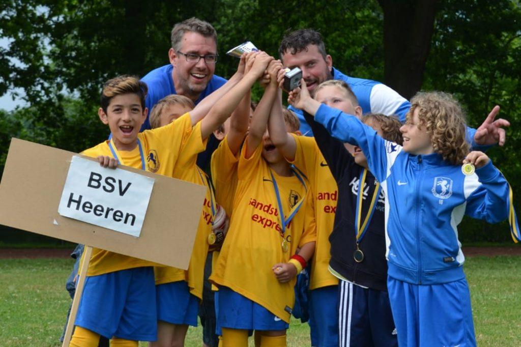 Thorsten Vieth (hinten links) betreut den Jahrgang 2009 des BSV Heeren seit einigen Jahren erfolgreich.