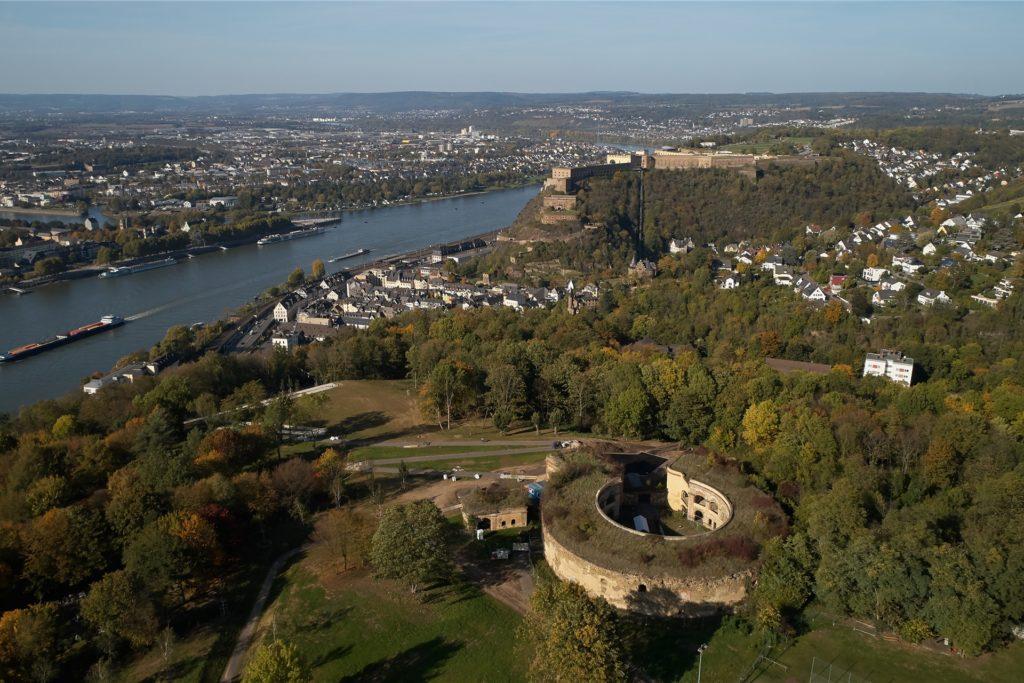 Die Stadt Koblenz hat eine lange und nicht ganz einfache Geschichte. Nach dem zweiten Weltkrieg wurde sie für kurze Zeit zur Landeshaupstadt in Rheinland-Pfalz ernannt. Auch heute ist sie noch wirtschaftlich, administrativ und kulturell das Oberzentrum im Norden des Bundeslandes.