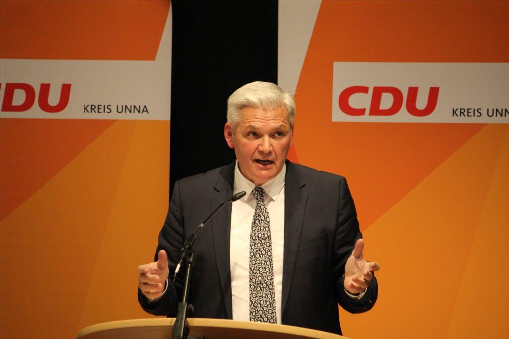 Hubert Hüppe setzte sich bei der Wahl zur Aufstellung des Bundestagskandidaten der CDU im Wahlkreis Unna I mit großer Mehrheit gegen Jan Hoffmann durch.