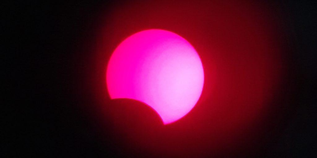 So sah die partielle Sonnenfinsternis im Kreis Unna am 10. Juni durch ein H-alpha-Teleskop aus.